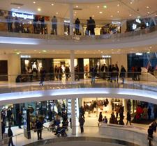 Intérieur du centre commercial Beaugrenelle. Photo: Les Soirées de Paris