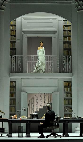 My Fair Lady - Théâtre du Châtelet - à l'image: Katherine Manley (Eliza Doolittle) / Alex Jennings (Henry Higgins) © Marie-Noëlle Robert - Théâtre du Châtelet