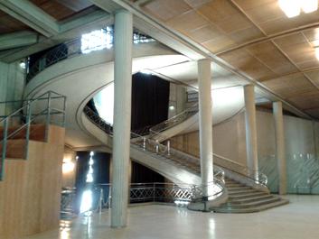 L'escalier monumental. Exposition Perret au Palais d'Iéna. Photo: Lottie Brickert
