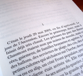 """""""Moment d'un couple"""" Par Nelly Alard. Première page. Photo: Les Soirées de Paris"""
