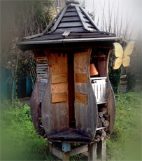 Maison géante pour insectes. Photo: Guillemette de Fos