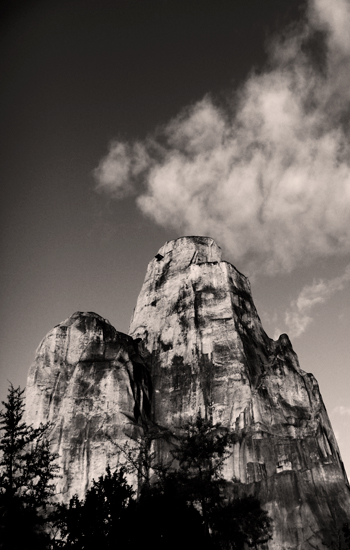 Le rocher de Vincennes. Etat actuel. Photo: Les Soirées de Paris