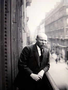"""Photographie présente à l'exposition """"Inventaire avant travaux"""". Auteur: Georges Chevalier. Re-photographiée par Les Soirées de Paris"""