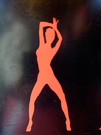 L'un des symboles du Crazy Horse. A l'entrée du cabaret. Photo: Les Soirées de Paris