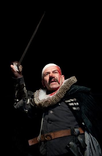 Cyrano de Bergerac sur la scène de l'Odéon. Photo: Brigitte Enguérand