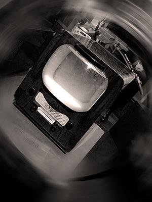 Un des premiers appareils de télévision aux Arts et Métiers. Photo: LSDP