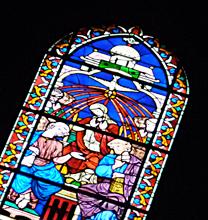 Vitrail représentant l'esprit Saint à l'église Belleville. Photo: Les Soirées de Paris