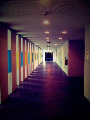 Couloir d'hôpital (Corentin Celton). Photo: Les Soirées de Paris