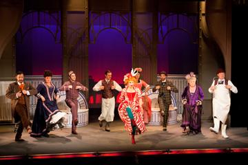 Les Fiancés de Loches au Théâtre du Palais Royal. Photo: Emilie Brouchon