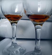 Confrontation du Cognac des Charentes avec son homologue de Transnistrie. Photo: Les Soirées de Paris