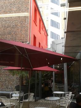 le café de la maison rouge. Photo: Lottie Brickert