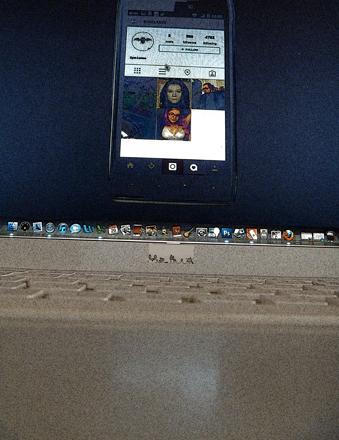 L'oeuvre de Constant Dullaart sur un écran d'ordinateur. Photo: Les Soirées de Paris