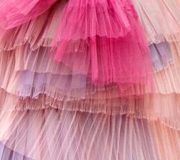 Détail d'un modèle de robe Burberry. Source: Burberry