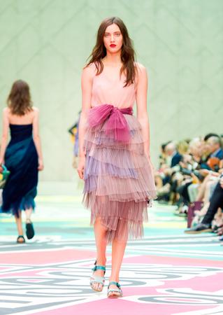 Modèle Burberry lors de la dernière Fashion Week. Source photo: Burberry