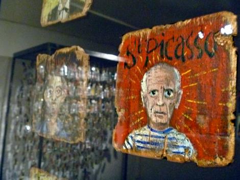 Saint-Picasso. Détail d'une oeuvre de Coco Fronsac au Musée de la Poste. Photo: Les Soirées de Paris
