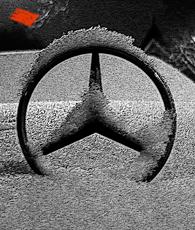 Mercedes sous la neige. Photo: Les Soirées de Paris