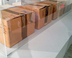 Les cartons de déménagement. Aspect de l'exposition sur Andy Warhol au MAC de Marseille. Photo: Valérie Maillard