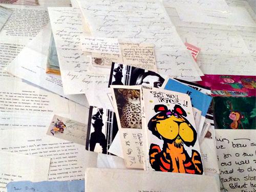 Le volumineux courrier que reçut Andy Warhol à la suite d'un attentat. Photo: Valérie Maillard
