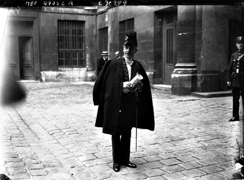 Paul Valéry en habits d'académicien. Agence Meurisse. Source: Gallica