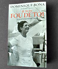 """""""Je suis fou de toi"""" par Dominique Bona. Photo: Les Soirées de Paris"""