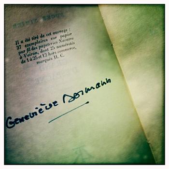 Signature de Geneviève Dormann. Photo: Les Soirées de Paris
