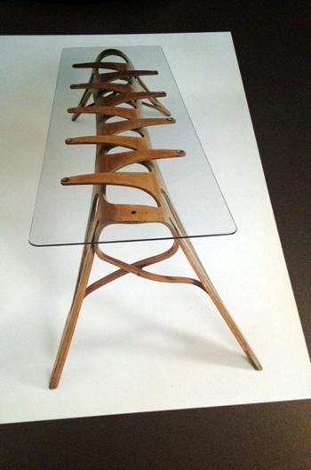 Table conçue par Carlo Mollino. Photo: Guillemette de Fos