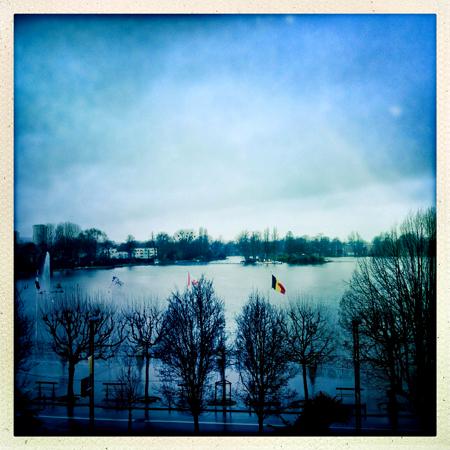 La vue sur le lac depuis le balcon de l'hôtel du...Lac. Photo: Les Soirées de Paris
