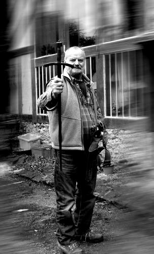 Jean-Claude Drouot arborant l'épe d'origine. Photo: PHB