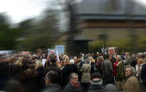 Manifestation en faveur des jardins des Serres d'Auteuil, samedi 21 mars. Photo: LSDP