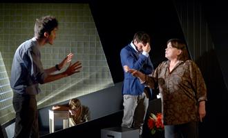 """""""Chère Elena"""". Au Théâtre de Poche. Photo: Pascal Gély"""