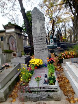 Tombe de Guillaume Apollinaire au Père Lachaise. Photo: Les Soirées de Paris