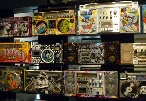Mur de magnétophones à cassettes. Photo: LSDP