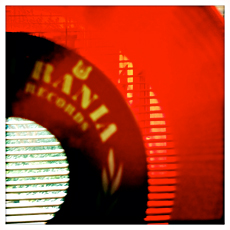 Disque vinyle rouge. Photo: LSDP