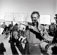 Michelangelo Antonioni sur le tournage de Zabriskie Point, 1970. Photo Bruce Davidson