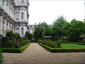 Aspect du jardin de l'Hôtel de ville. Photo: LSDP