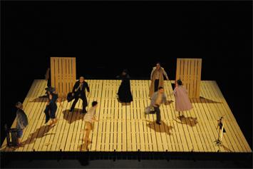 La vie de Galilée. Théâtre Monfort. Photo: Alain Dugas