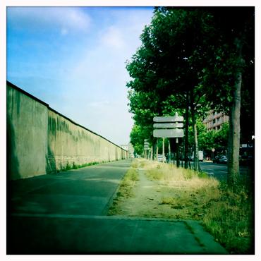 Le début de la rue de Charenton et son sentier vraiment naturel. Photo: LSDP