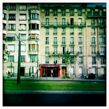"""Le café des """"Trois gares"""" sur le boulevard Poniatowski. Photo: LSDP"""