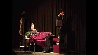 """Scène de """"Mes nuits à t'attendre"""". Source image: Laurette Théâtre"""