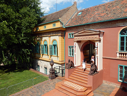 Site de la manufacture de Zsolnay. Photo: Lottie Brickert