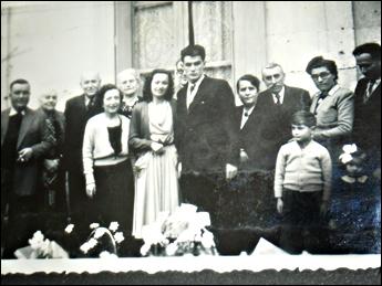 La famille Wurtz à gauche, Jacques, Madelaine et Jacqueline. Les fiancailles en 1950. avec la famille Sillard. Source: Bruno Sillard