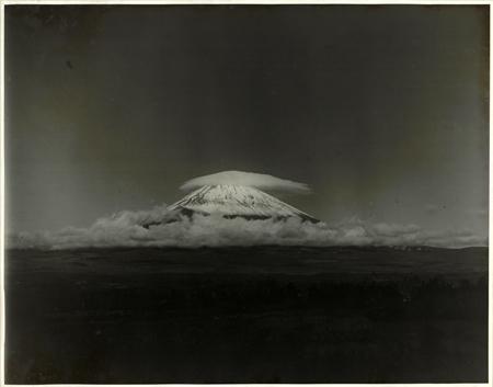 Nuage en capuchon sur le mont Fuji. 6 octobre 1928, vers 17h30. Musée de l'université de Tôkuô. Masanao Abe (1891-1966)