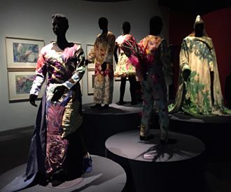 """Aperçu de l'exposition. Costumes pour """"La Flûte enchantée"""". Marc Chagall. Photo: VM"""