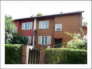 Maison OMNIS : maisons jumelées en bois venues de Suède. A l'époque le bois ne convainc pas, aujourd'hui on y revient. © MF Laborde