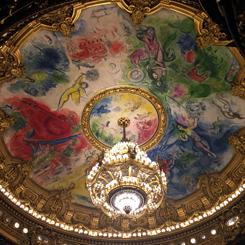 Le plafond de l'opéra décoré par Chagall. Photo: Valérie Maillard