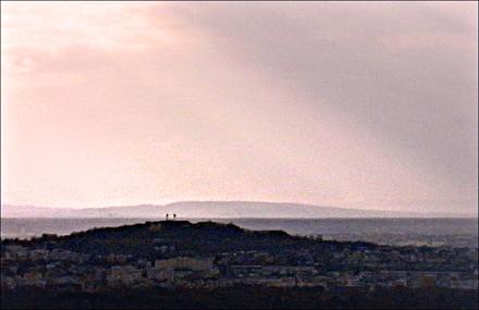 Le Mont-Valérien qui se détache depuis la Tour Montparnasse. Photo: PHB/LSDP