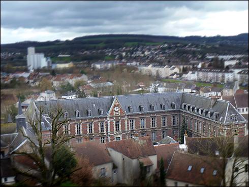 L'Hôtel-Dieu, vu du château médiéval. Photo: PHB/LSDP