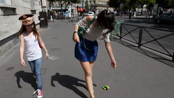 """""""Tout s'accélère"""", scène de la tortue à roulettes. (Laclairière Production"""""""