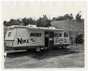 """Les débuts de """"Nike"""". Image extraite du film """"Free to run"""""""