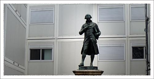 Condorcet ur les quais de Seine entouré d'abris provisoires. Photo: PHB/LSDP